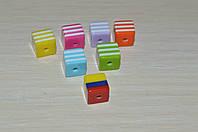 Бусины квадратные. полосатые. 8 на 8 мм.