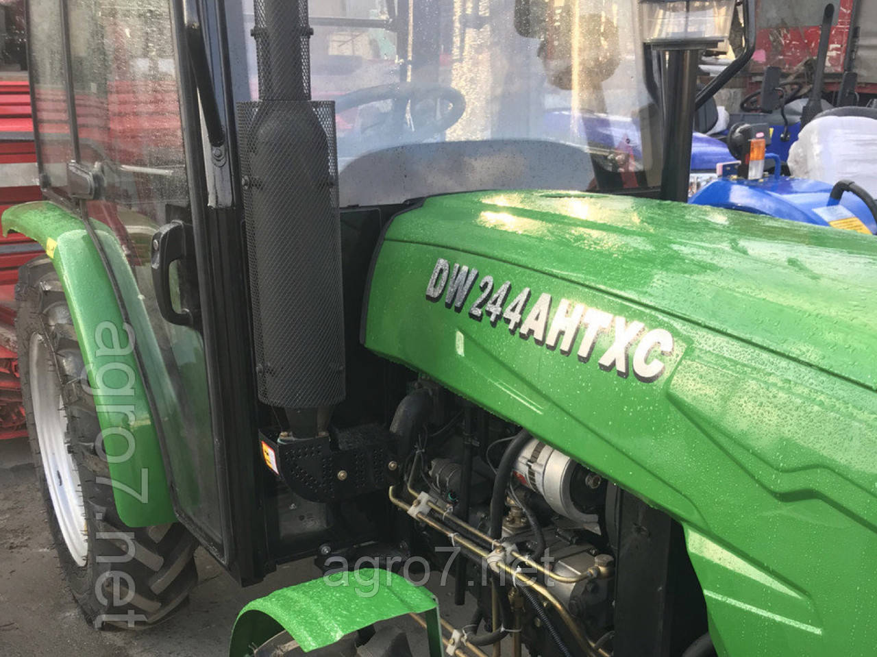 Трактор с доставкой DW 244AHTXC (ГУР, 4×4., 24 л.с)