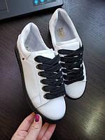 Белые кеды кроссовки женские кожаные на черной подошве и черные шнурки