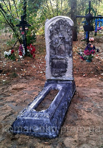 купить недорогой памятник на могилу из бетона