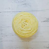 Трикотажная бобинная пряжа светло - жёлтый