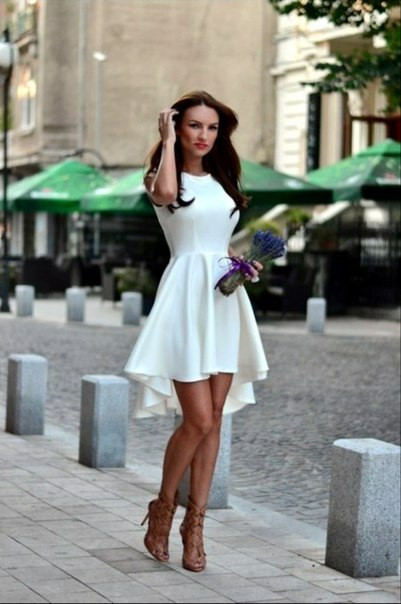 Платье с удлиненной юбкой сзади