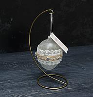 Пасхальное стеклянное яйцо с кружевом, покрыто морозным узором