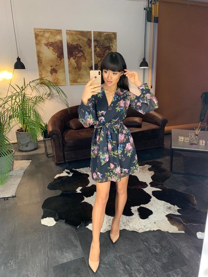 Легкое шифоновое платье с цветочным узором на подкладке