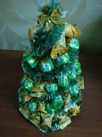 Новогодняя елка из шоколадных конфет — необычный и оригинальный новогодний подарок