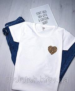 Женская футболка с сердцем белая качественная шелкография
