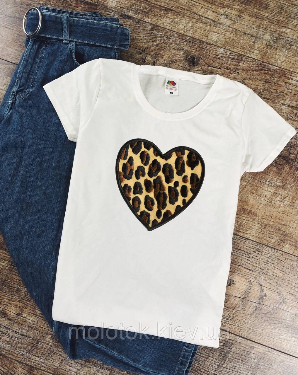 Женская футболка сердце леопард белая качественная шелкография