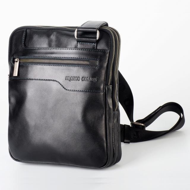 401685723c99 Современная кожаная мужская сумка, отлично демонстрирующая практичный  стиль. 3 отдельно закрывающихся отделения позволяют носить в ней различные  предметы.