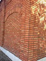 Кирпич - весьма популярный материал для строительства качественных и красивых сооружений.