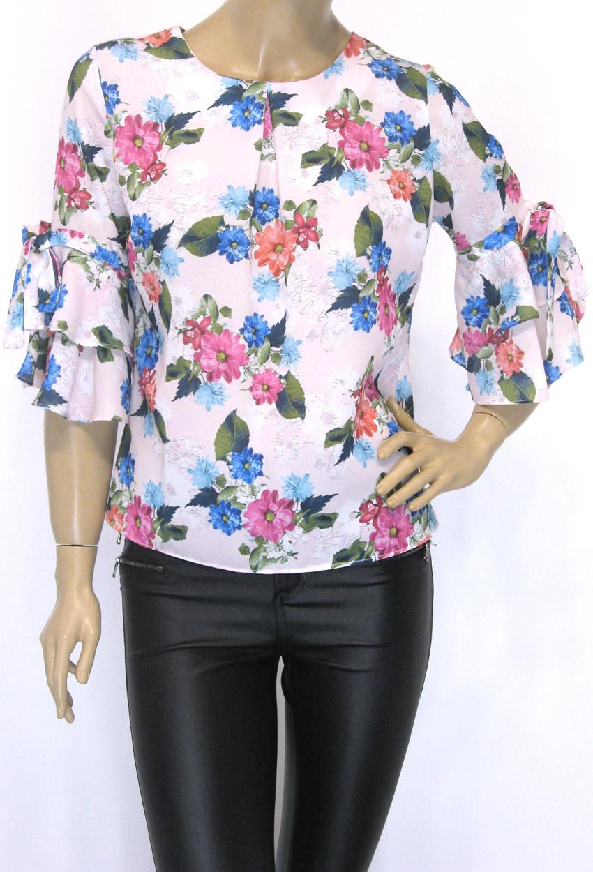 Жіноча весняна блузка з квітковим принтом