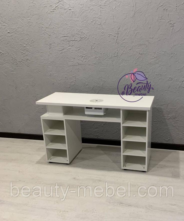 Маникюрный стол с большим количеством полок