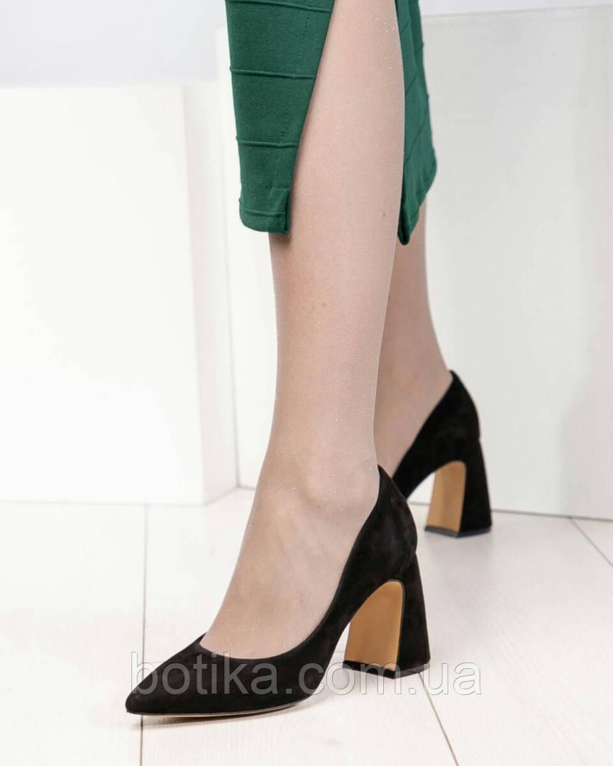Шикарные черные замшевые женские туфли на фигурном каблучке