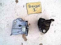 Кронштейн крепления мотора и акпп перед и зад Mitsubishi Grandis 2,4АТ 2008 Грандис