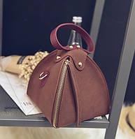 Женская маленькая треугольная сумочка