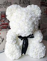 Мишка из искусственных цветов 40 см в прозрачной коробке из роз Белый Подарок для девушки