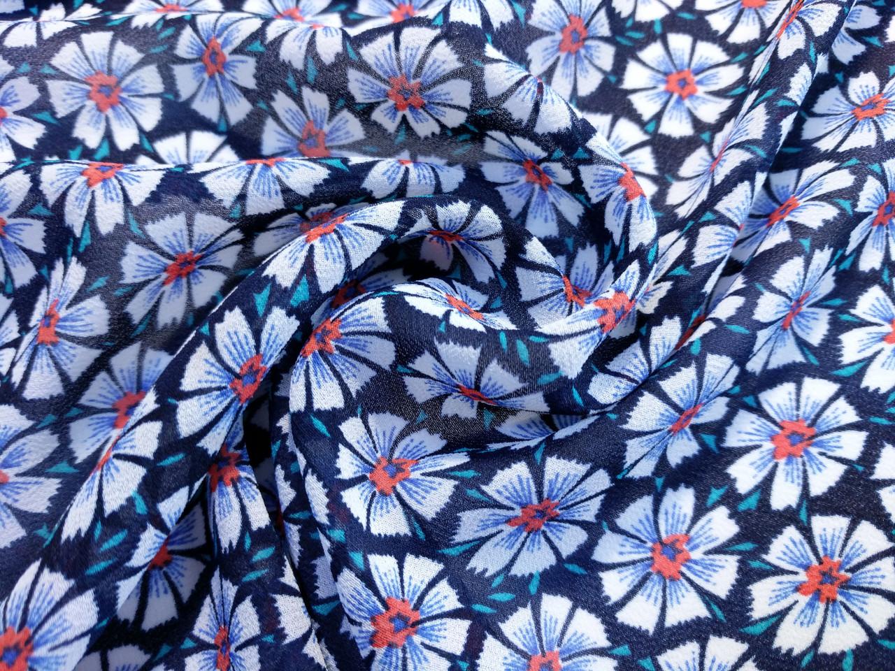 Шифон креповый цветочный, красный на темно-синем