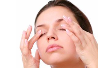 поглаживание глаз