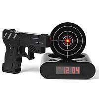 Часы будильник с мишенью и пистолетом Gun Alarm Clock, настольные часы, часы мишень