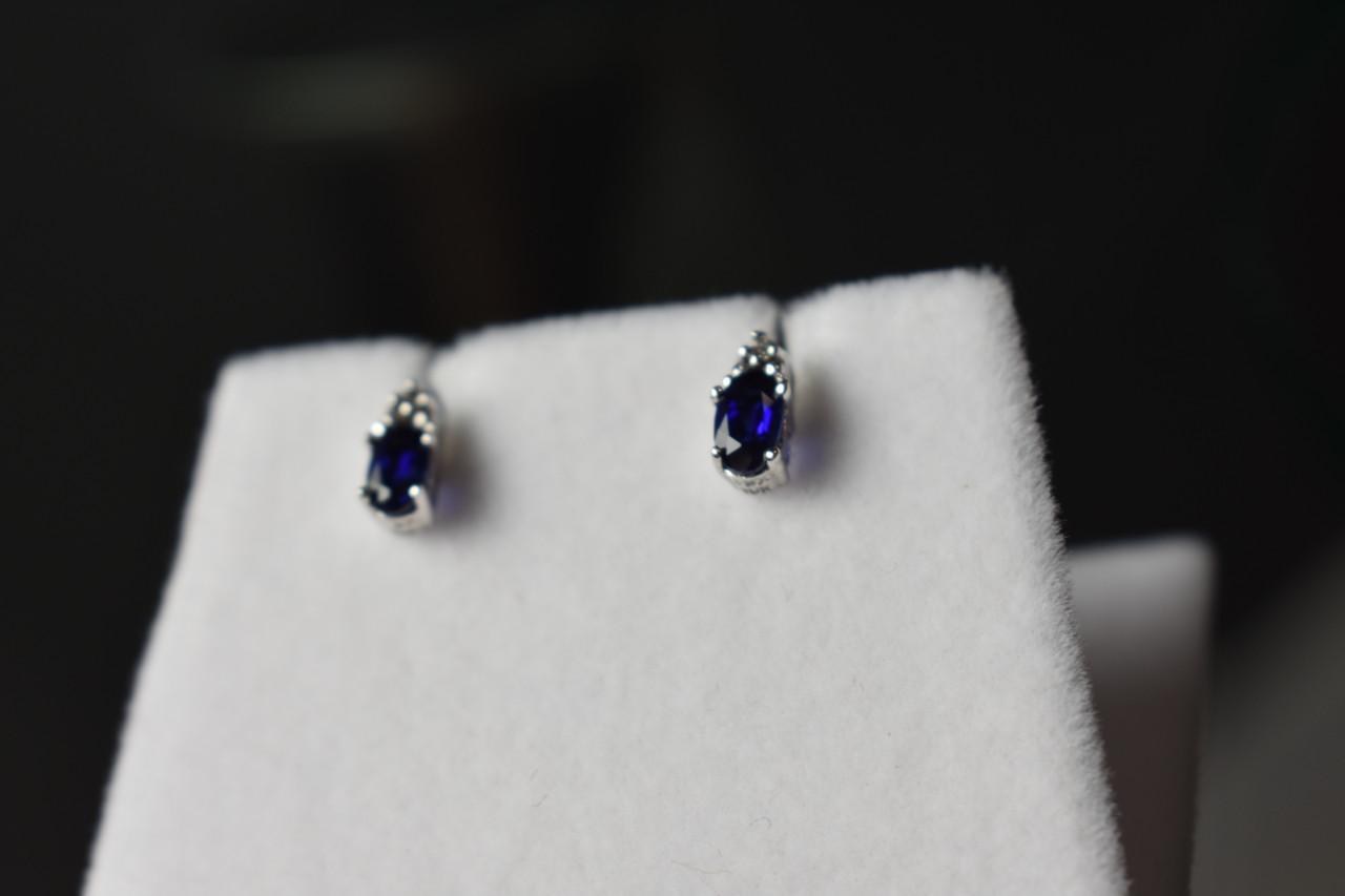 Золоті сережки-гвоздики з каменем Лондон Топаз і діамантами