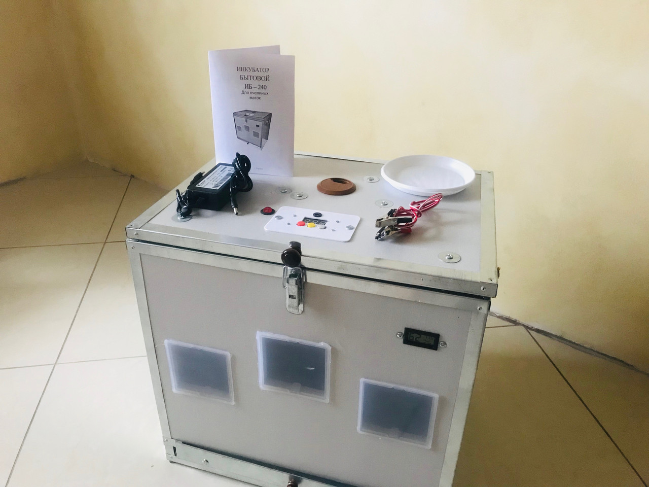 Инкубатор для пчелиных маток ИБ-240