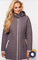 Стеганая демисезонная куртка приталенного силуэта, увеличенных размеров. Цвет капучино