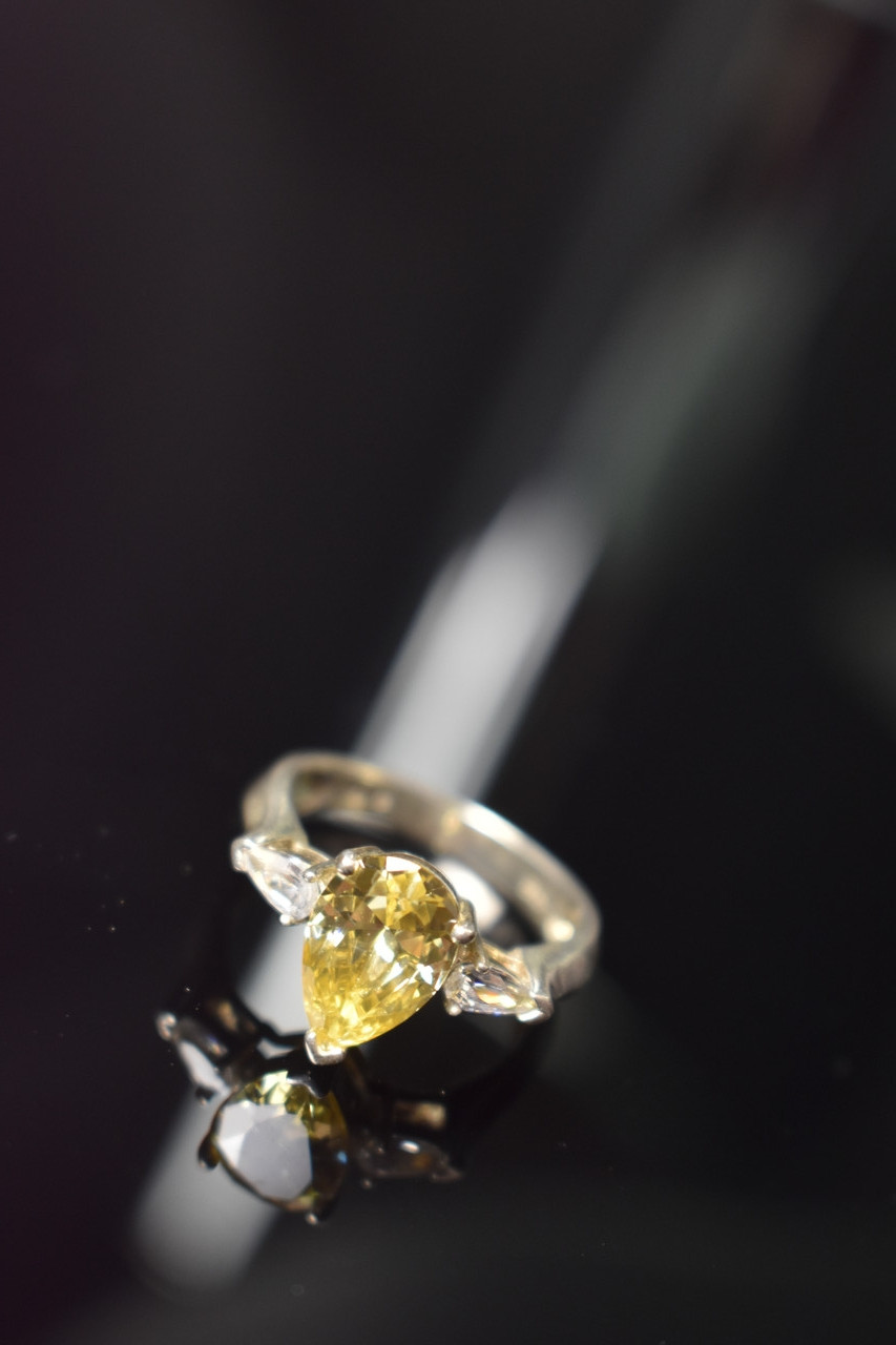 Серебряное кольцо 925 проба с Желтым фианитом