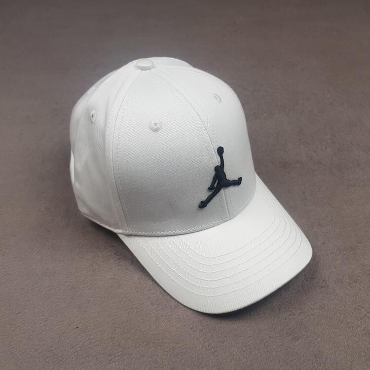 Футбольная кепка Air Jordan белая