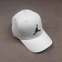 Футбольная кепка Air Jordan белая, фото 1