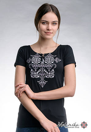 Повсякденна жіноча вишита футболка у чорному кольорі «Елегія (сіра вишивка)», фото 2