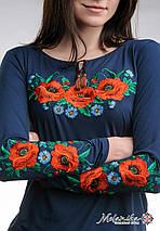Женская вышитая футболка темно-синего цвета с длинным рукавом «Маковое поле», фото 3