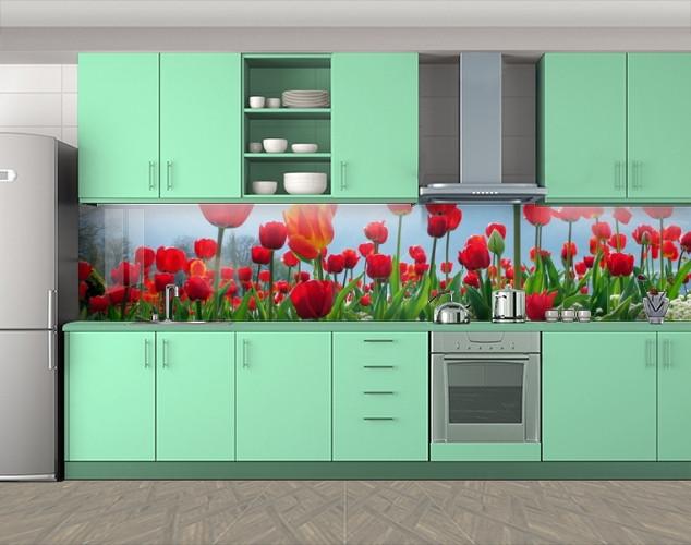Кухонный фартук Красные тюльпаны и небо, Пленка самоклеящаяся для скинали, Цветы, красный, 600*3000 мм