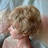 Парик короткий кудрявый соломенный блонд  ZINA-24Н613, фото 4