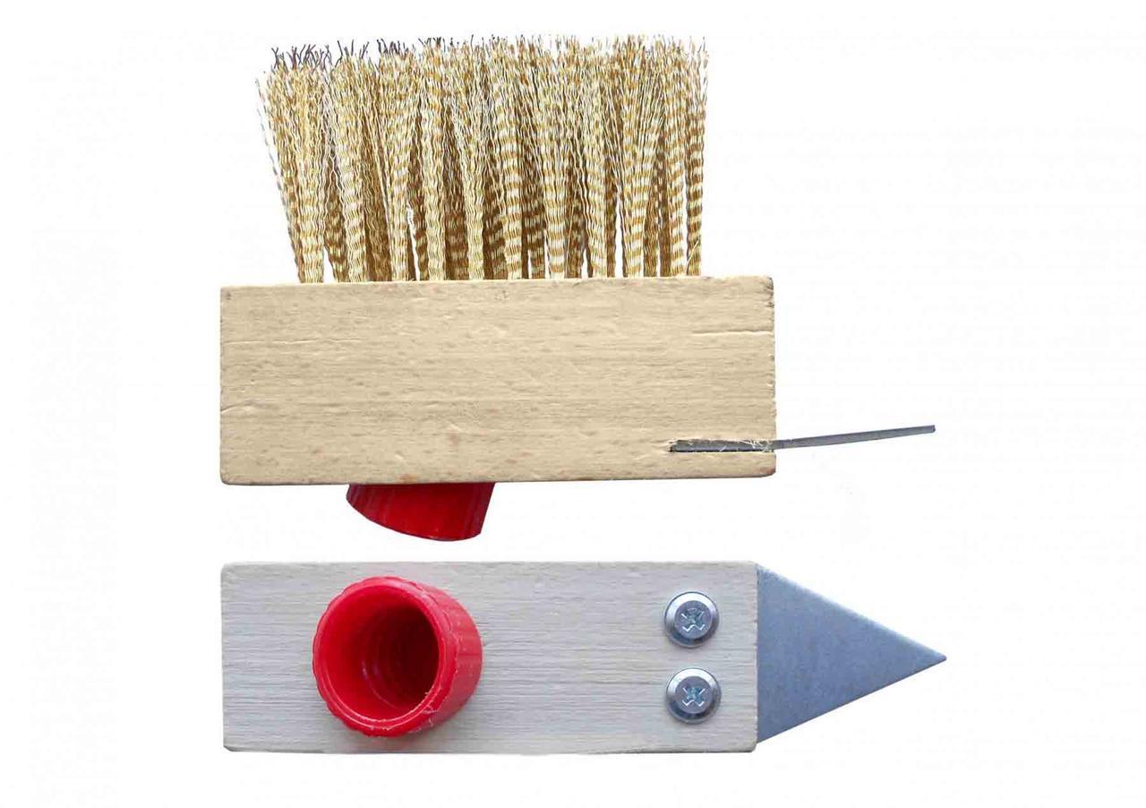 Щетка деревянная из латунной проволоки для брусчатки со скребком и резьбовым креплением. - VIROK