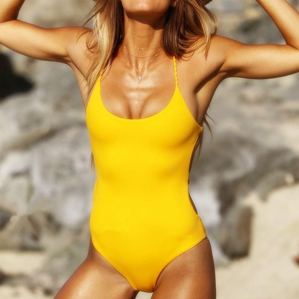Красивый сдельный купальник с открытой спиной на канатке желтый