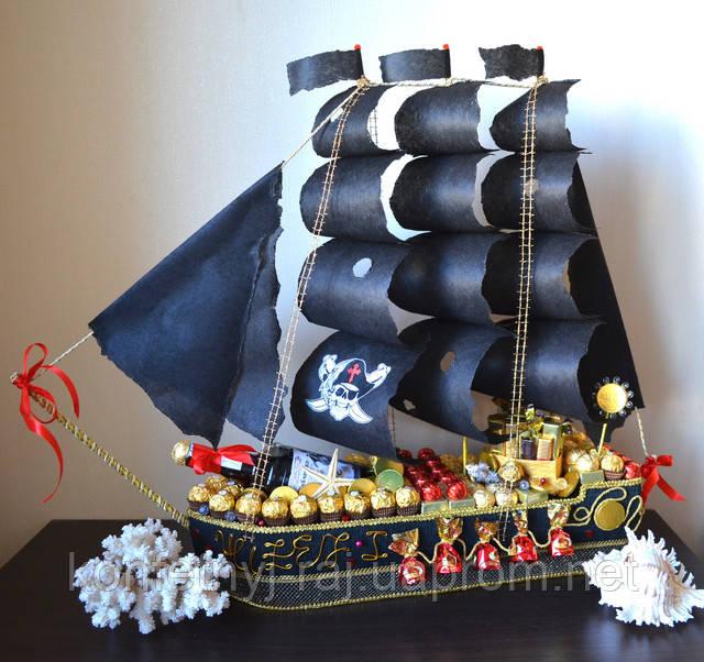 Пиратский корабль из конфет