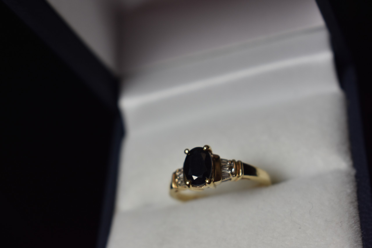 Золотое кольцо 10К (417 проба) с камнем Шпинель