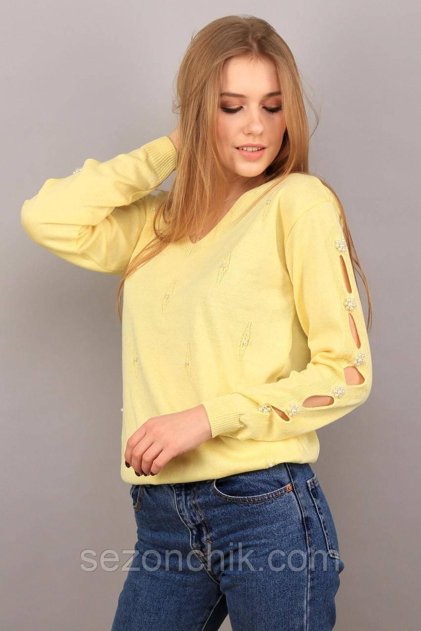 Нежный женский свитер яркого цвета