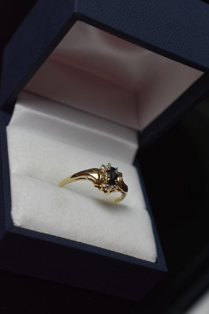 Золотое кольцо 10К (417 проба) с камнем Шпинель и бриллиантами