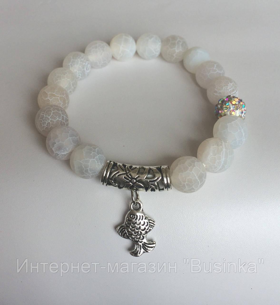 браслет белый женский из белого агата с бусиной шамбала и подвеской
