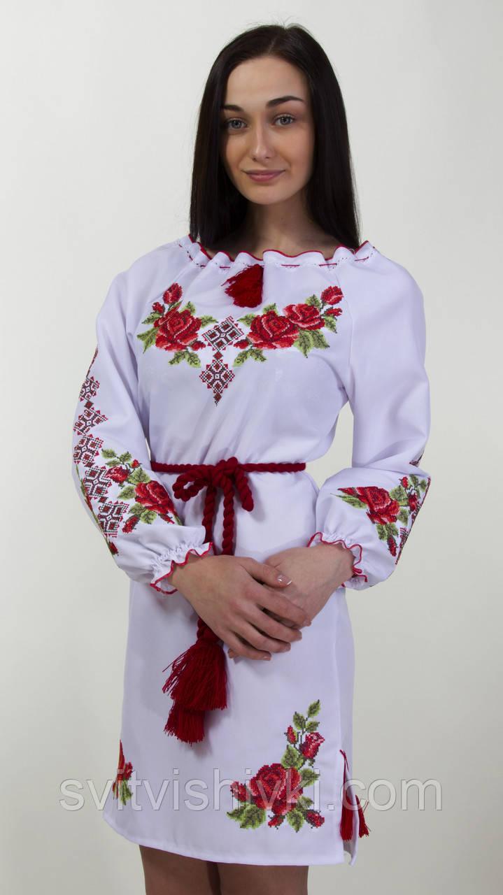 Плаття вишите жіноче на білому габардині з довгим рукавом