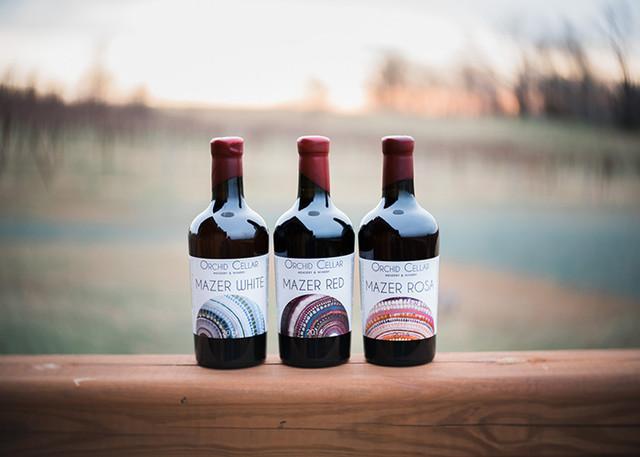 Компанія, що випускає медове вино серії Mazer, у 2017 році зайняла призові місця в трьох категоріях на Maxer Cup 2017. Так пімент (мед, зброджений з виноградом) Mazer Red зайняв перше місце у однойменній категорії. Джерело: https://mazercup.org/.