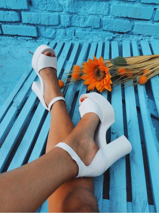 Босоножки на высоком каблуке из натуральной кожи белого цвета EPATAZH WHITE LEATHER