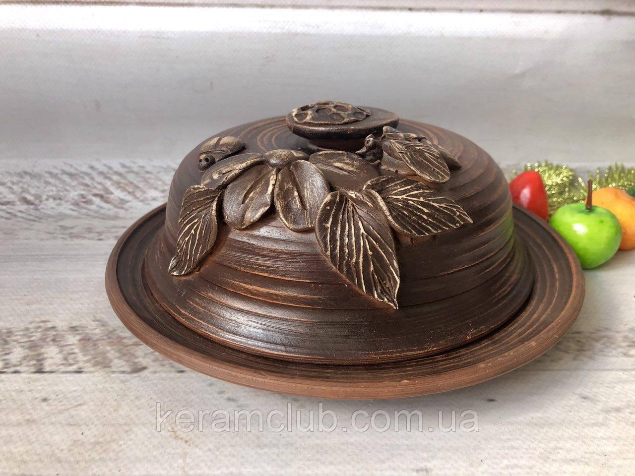 Маслёнка из красной глины с лепкой ручной работы