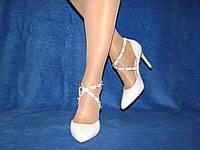 Матовые белые туфли на ремешке с бусинами 38 р 24,5 см