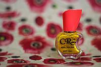 Перламутровый лак для ногтей оливкового цвета