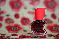 Глянцевый лак для ногтей вишневого цвета