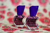 Перламутровый лак для ногтей темно-сливового цвета