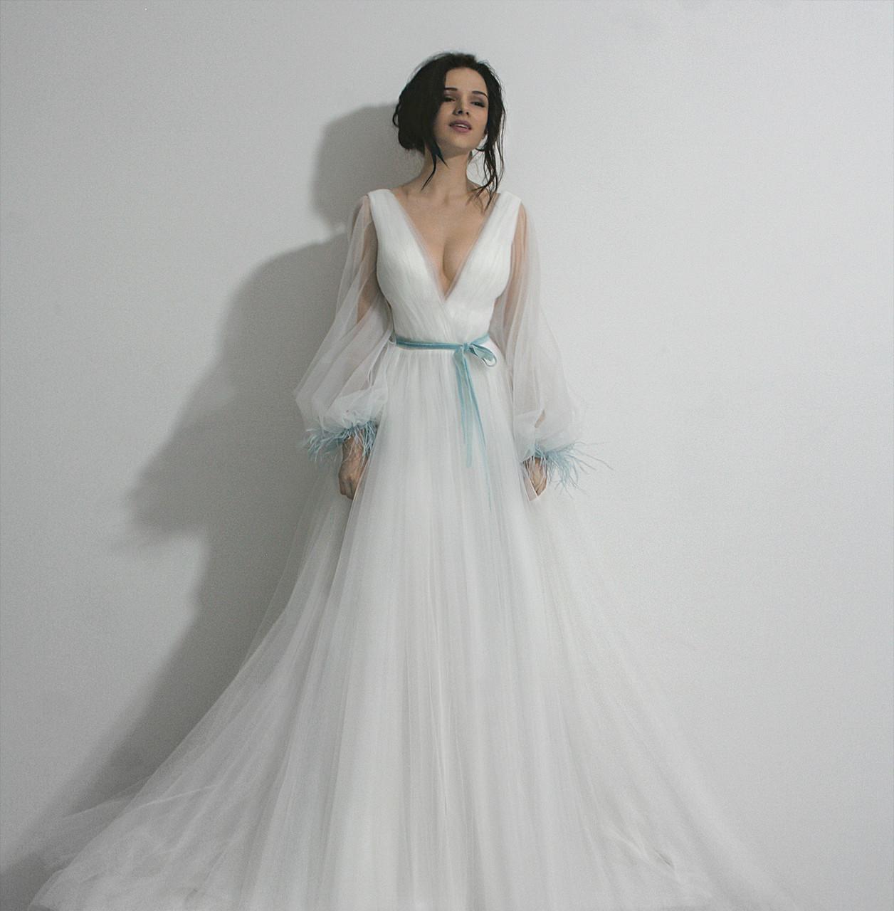 c95c7f980a5 Свадебное пышное платье Medina с длинными рукавами и цветными перьями