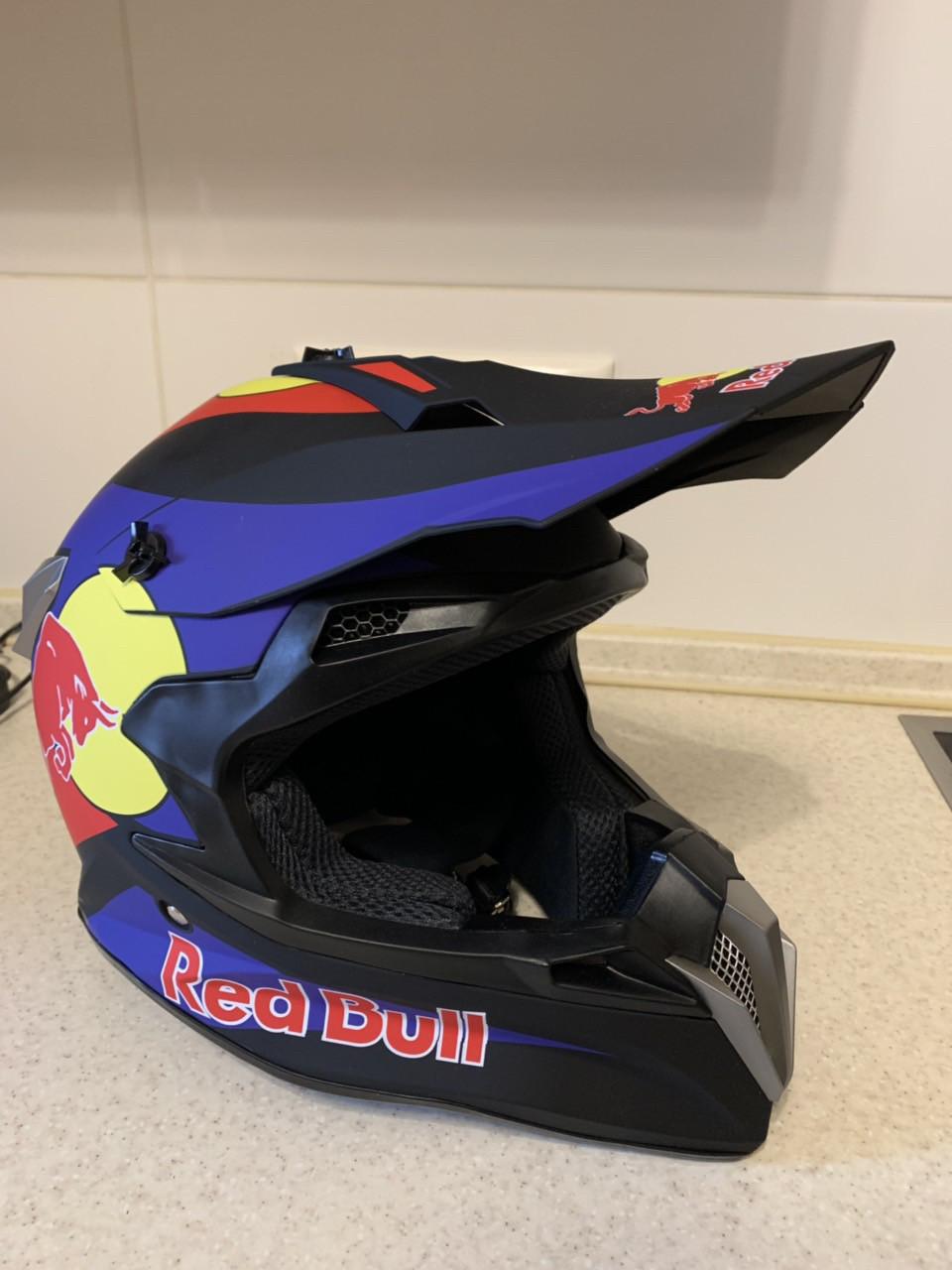 Черный матовый Кроссовый мото шлем Redbull с изгибом под шею  (эндуро, даунхил) мотошлем с козырьком под очки