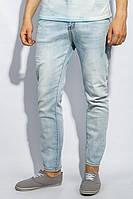 Джинси Стильные джинсы мужские светлые с потертостями свободного покроя для базового летнего гардероба. Модель отличается удобной посадкой и парой